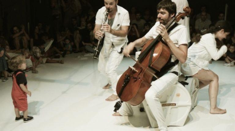 Nadal a l'Escalante se instala en el Teatre Rialto con circo contemporáneo, teatro y música para bebés