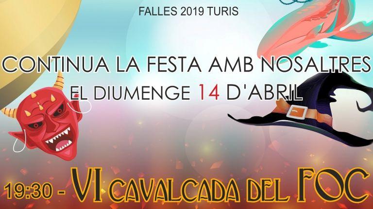 La Falla Plaça del Mercat de Turís celebra la sexta Cabalgata del Foc