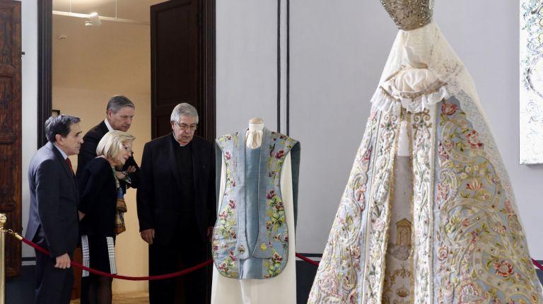 El Museo de la Seda inaugura una exposición que muestra, por primera vez al público, tejidos y objetos litu?rgicos de la Catedral de Valencia