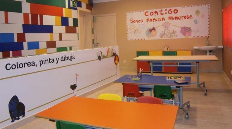 Venta solidaria de cuadros donados por BBVA a beneficio de la Casa Ronald McDonald de Valencia