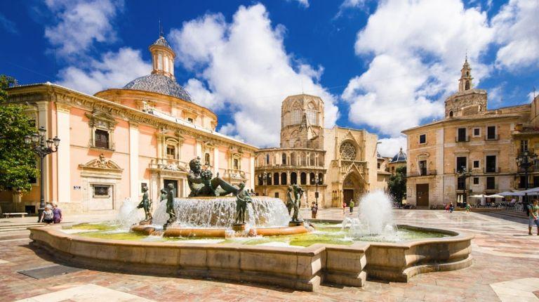La Basílica de la Virgen de los Desamparados convoca por primera vez un concurso de poesía dedicado a la patrona de Valencia
