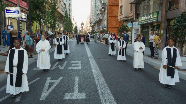 """La """"procesión de los niños"""" de la Calle San Vicente conmemora el primer orfanato del mundo, fundado en Valencia por san Vicente Ferrer en 1410"""