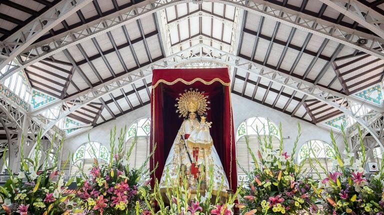 El Mercado Central de Valencia muestra sus respetos a la Virgen de los Desamparados