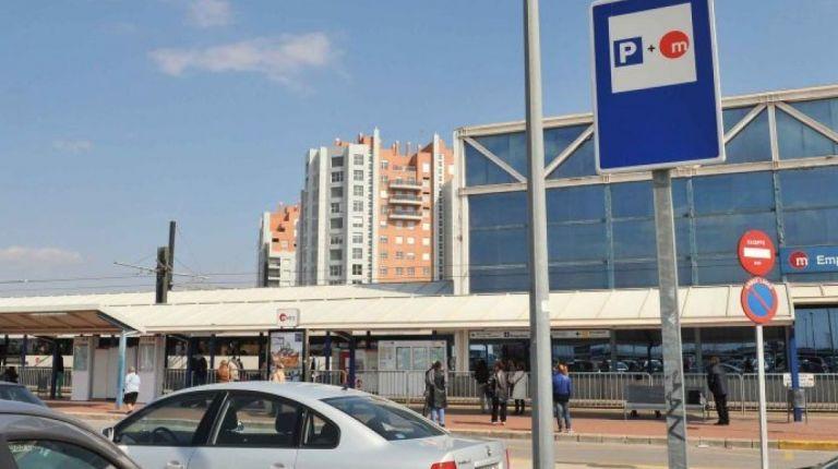 FGV habilita más de 1000 plazas de aparcamiento en 15 estaciones de Metrovalencia para Fallas