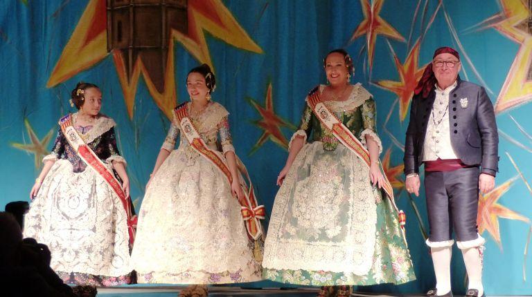 La Falla El Palmaret celebra la presentación de sus Falleras Mayores y Presidentes