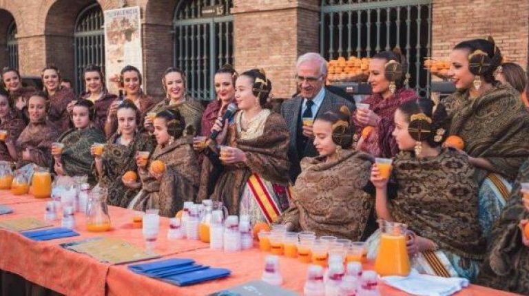 Las Falleras Mayores de Valencia participan en la Horchatada y Naranjada Fallera