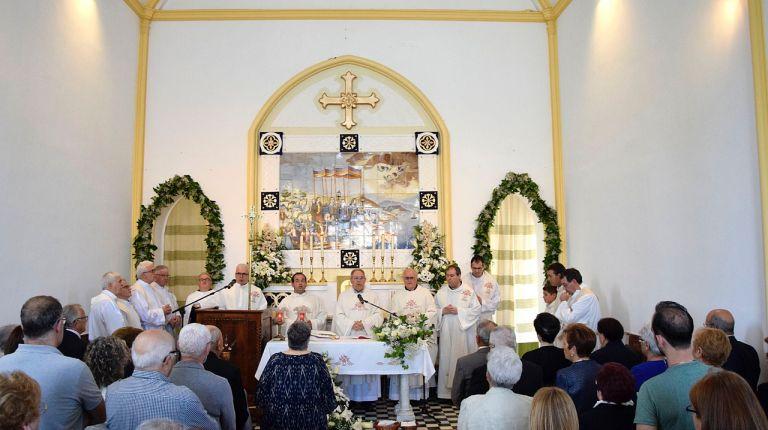 """Centenares de vecinos de Alboraia y otras poblaciones participan en la misa de la fiesta del """"miracle dels peixets"""""""