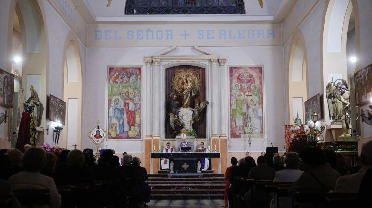 El cardenal Cañizares asiste a la Procesión del Pretorio de la Semana Santa Marinera
