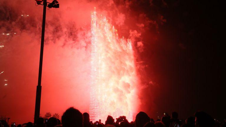 La mascletà vertical hizo vibrar a Valencia con casi 1.700 kilos de pólvora
