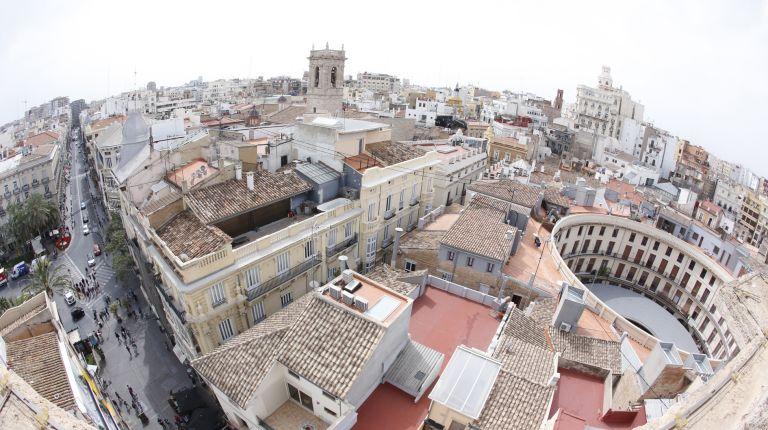 Campaneros valencianos promueven una campaña para que la torre de Santa Catalina vuelva a tener campanas tras un siglo sin ellas