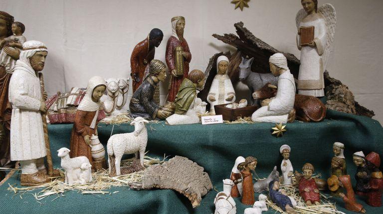 Abierta al público en Valencia una exposición benéfica con artesanía y belenes elaborados por las monjas de Sigena