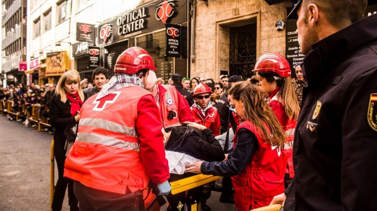 Cruz Roja organiza un curso de primeros auxilios para Fallas