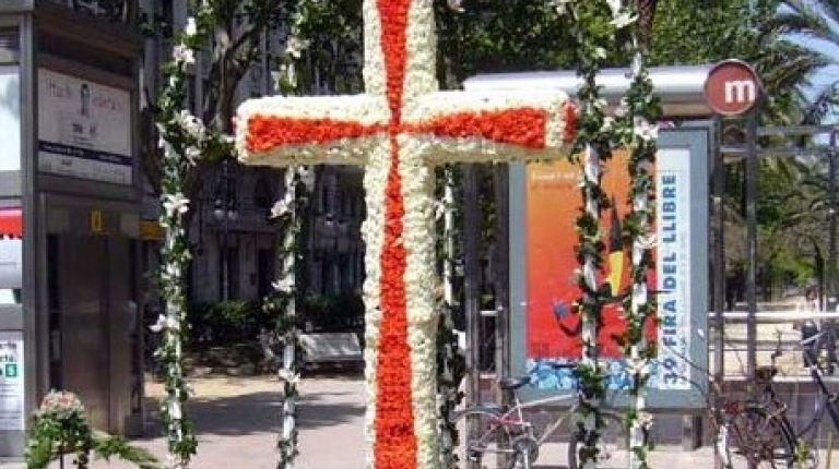 """47 """"cruces de mayo"""" elaboradas con flores adornarán desde mañana las calles de Valencia"""