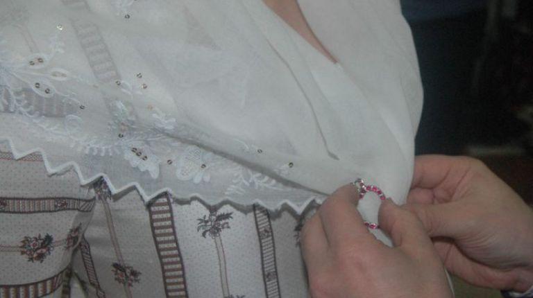 Indumentaria Femenina- Pañuelo y Delantal