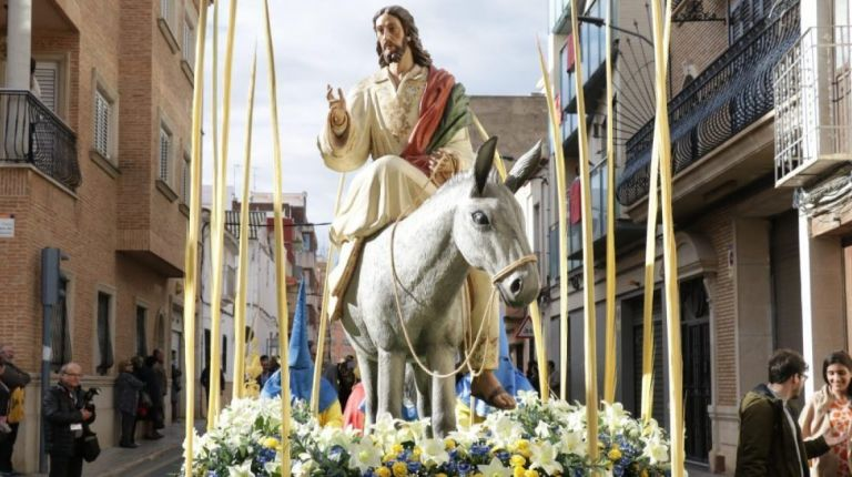 Torrent abre las fiestas con la procesión del Domingo de Ramos