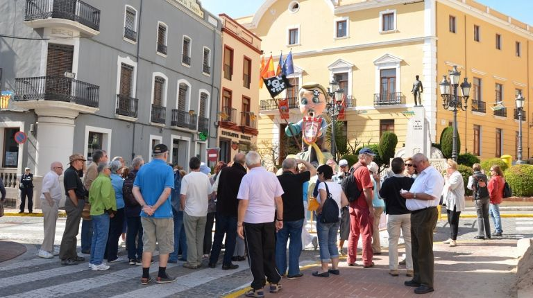 Las fallas de Oliva, protagonistas de la visita guiada de Oliva Turismo