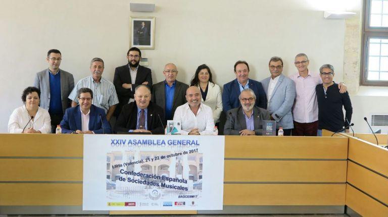 Xavier Rius reafirma el compromiso de la Diputació con las sociedades musicales durante la Asamblea de la Confederación Española