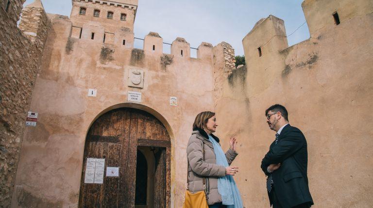 Bétera y Benissanó restauran sus castillos y la Pobla de Vallbona mejora la Ciudad Deportiva con ayuda de la Diputació
