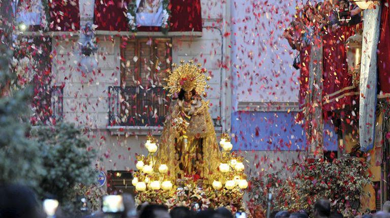 La imagen peregrina de la Virgen de los Desamparados visita este viernes por primera vez el colegio Guadalaviar de Valencia