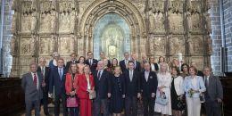 La Diputación Permanente y Consejo de la Grandeza de España visita la Capilla del Santo Cáliz en la Catedral de Valencia